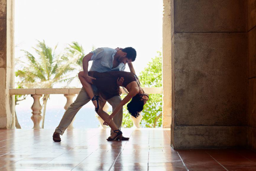 Как парные танцы учат доверять мужчине и окружающим