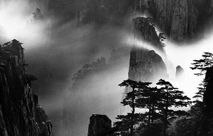 """Выставка гения черно-белого фото Вана Вушенга """"Небесная сфера"""""""