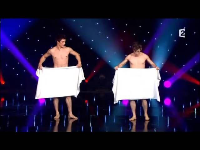 """Видео: """"Смелые французские мужчины поздравляют женщин"""""""