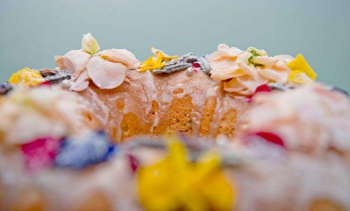 Удивите семью: кекс со съедобными цветами