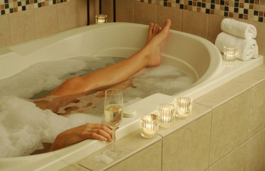 Как в кино: 15 вещей, которые женщина обязана проделать в ванне