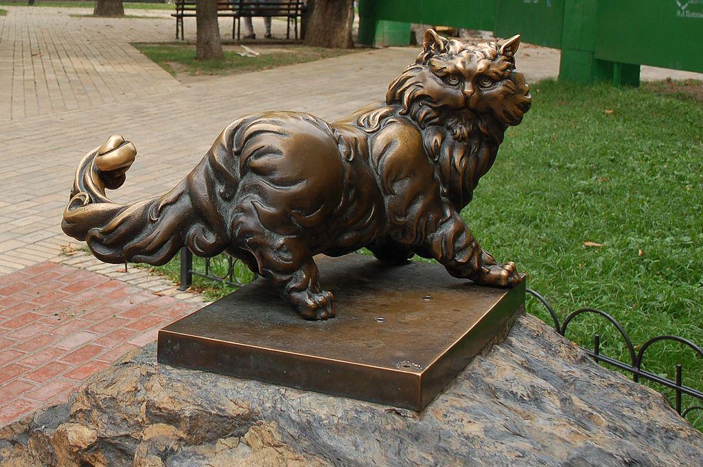 1024px-Statue_to_the_cat_Panteleimon_in_Kiev