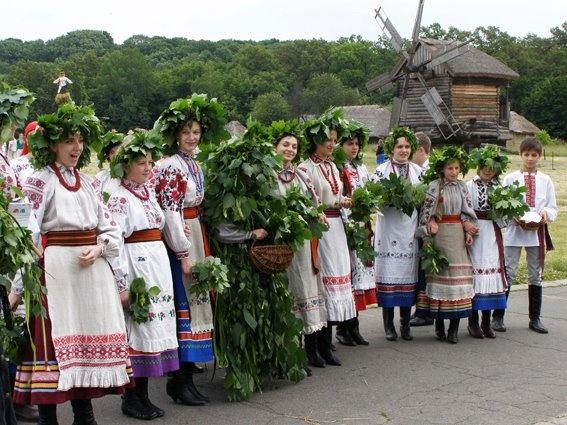 """""""Зелені свята"""" в Пирогово"""