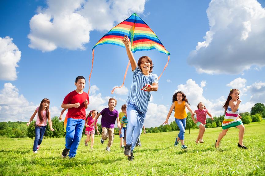 10 простых и недорогих способов занять детей летом