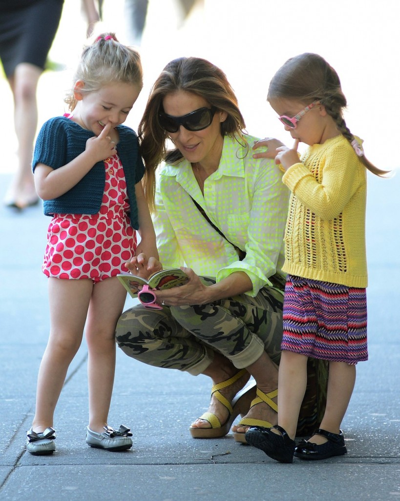 Sarah Jessica Parker Does The School Run With Her Daughters