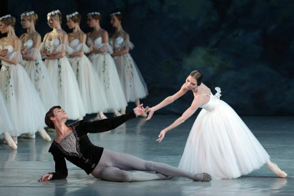 Экскурсия в Национальную оперу Украины + балет «Жизель»