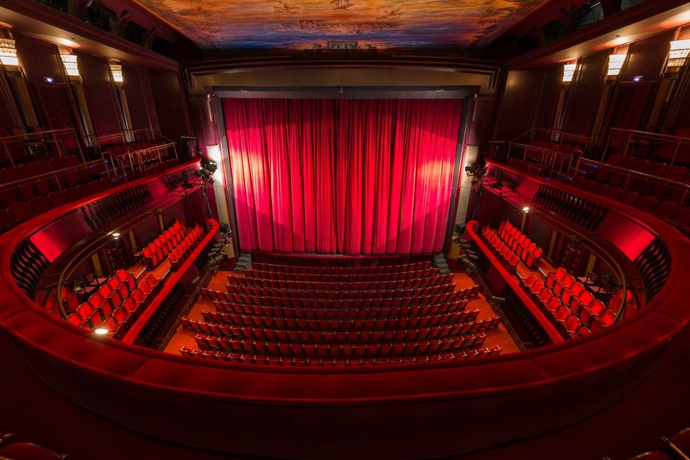 Пять театральных премьер накануне Нового года