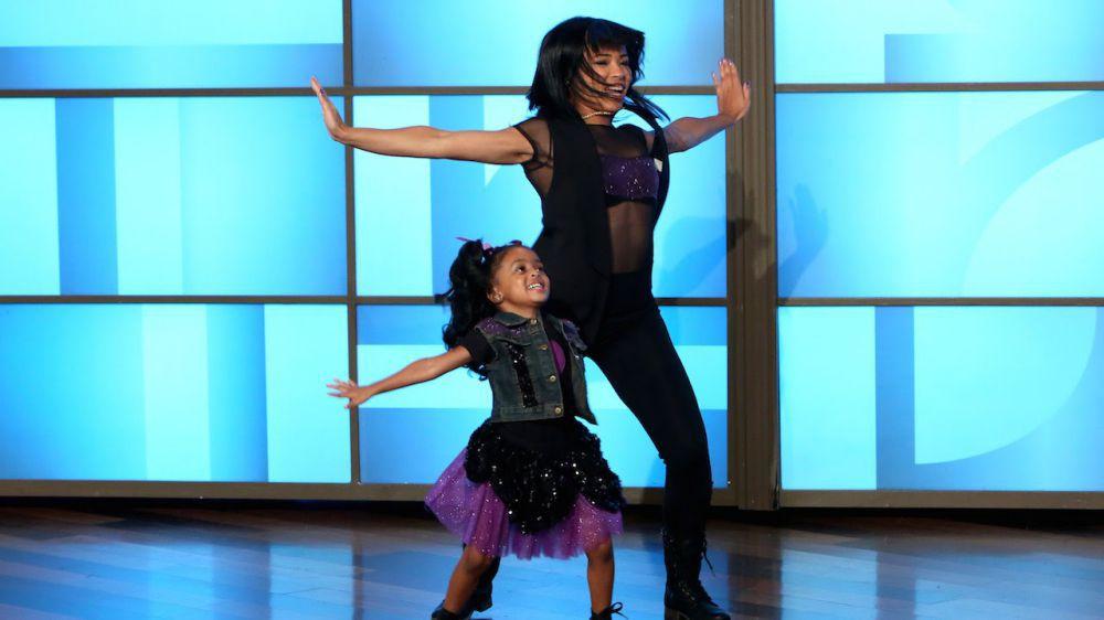 Видео: Танцующие мама и дочка вновь покоряют популярное шоу