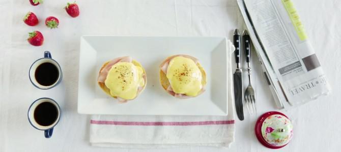 Видеорецепт: Яйца Бенедикт