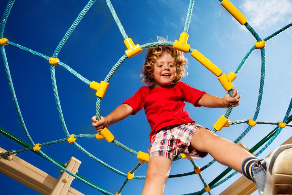 Почему детские площадки должны быть опасными