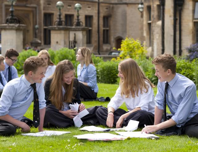 Oundle-School-Pupils-Studying