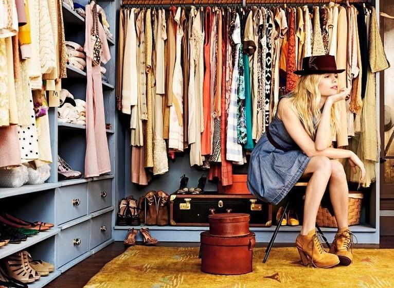 Умный гардероб: Почему мы покупаем лишние вещи