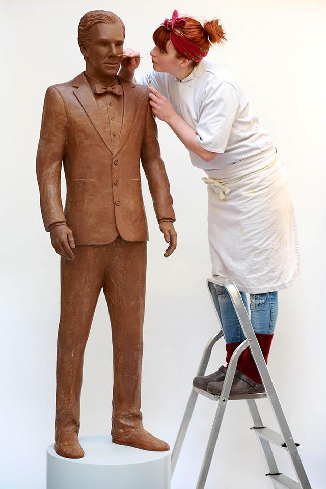 gallery-1427913557-mcx-benedict-cumberbatch-chocolate-statue-01-1-1