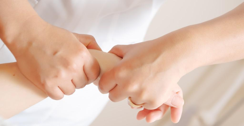 Hand-osteopathic-treatment1