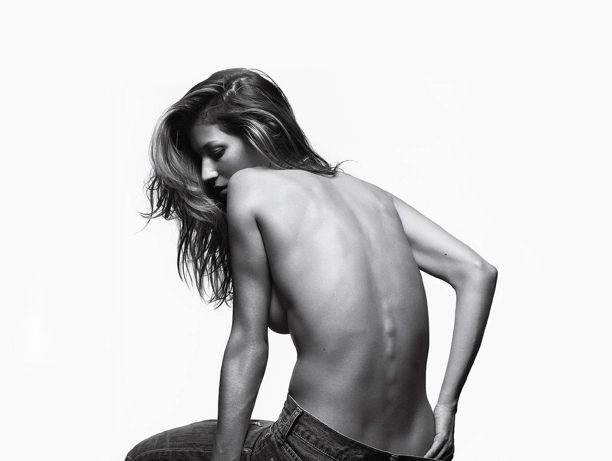 Сидя или стоя: Что вреднее для спины