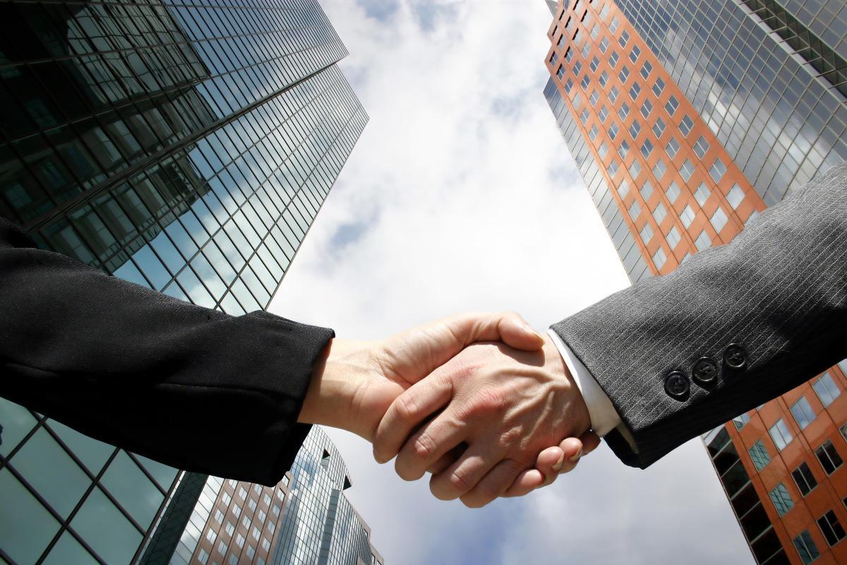 handshake-business-family-southeast-asia