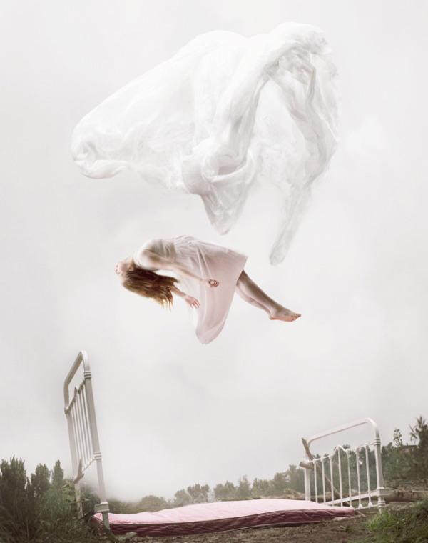 maia-flore-sleep-elevation-girl-flying-chicquero