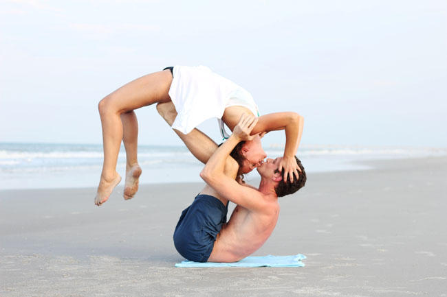 yoga-kiss-2