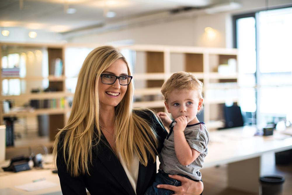 У работающих мам дети вырастают более успешными, чем у домохозяек