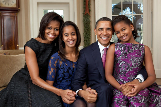Barack_Obama_family_portrait_2011