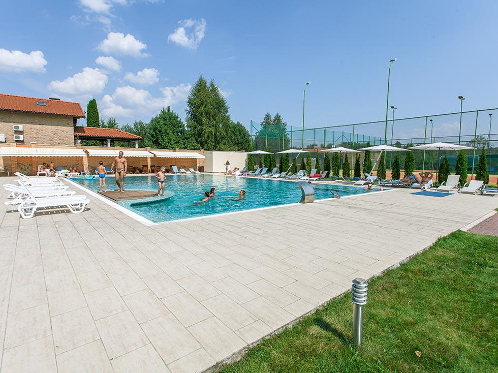 kiev-hotel-platium-entertainment-outdoor-pool-04