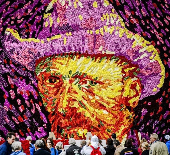 Ван Гог из 50 тысяч цветов, Сальма Хайек с дочкой и первая операция по пересадке рук ребенку