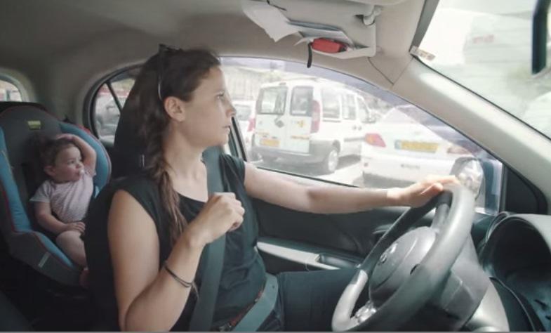 Не оставляйте детей в жару в автомобиле одних