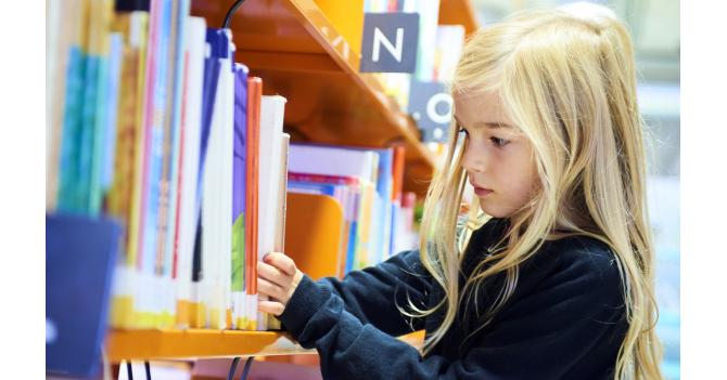 Соціалізація: Чого насправді вчаться діти в школах за різними освітніми системами