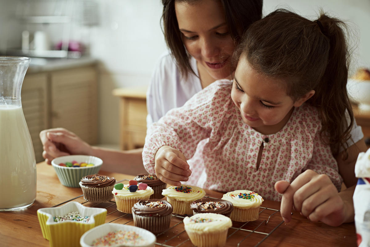 mother-and-daughter-baking-1