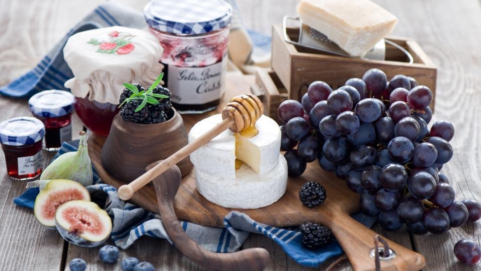 syr-vinograd-grozd-yagody