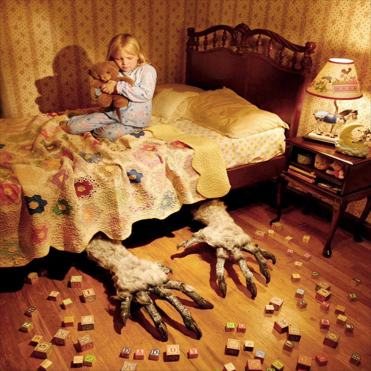 Мама, почитай мне страшную сказку!