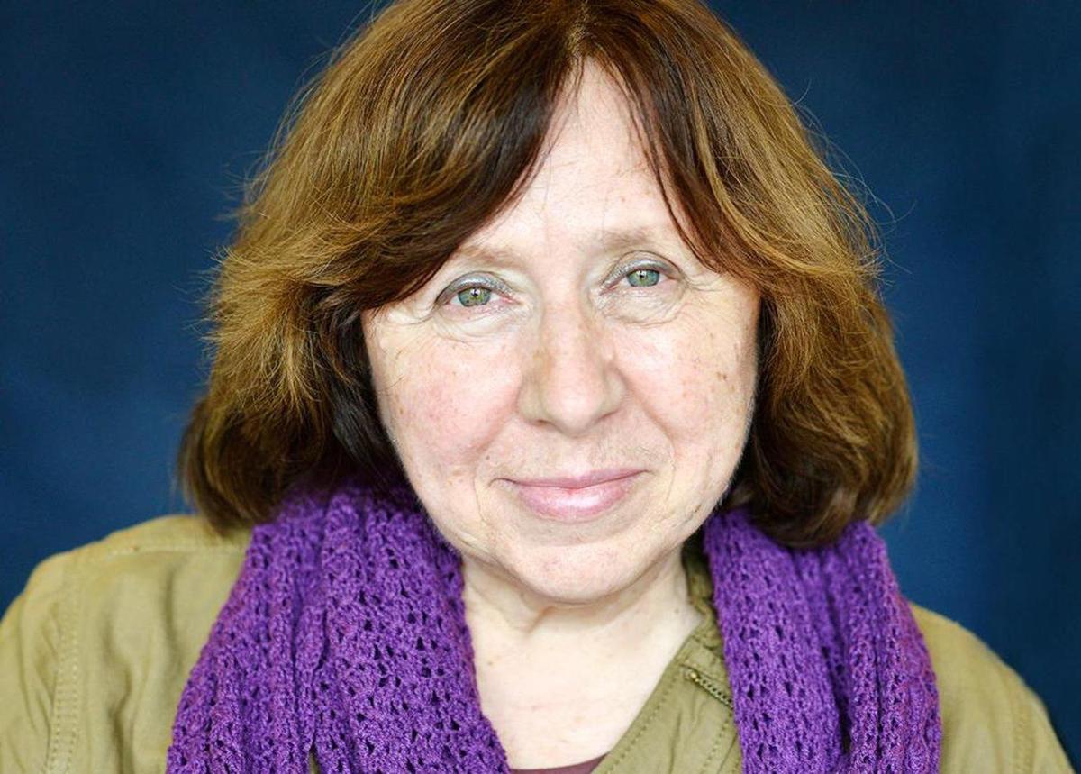 Белорусская писательница Светлана Алексиевич получила Нобелевскую премию по литературе 2015 года