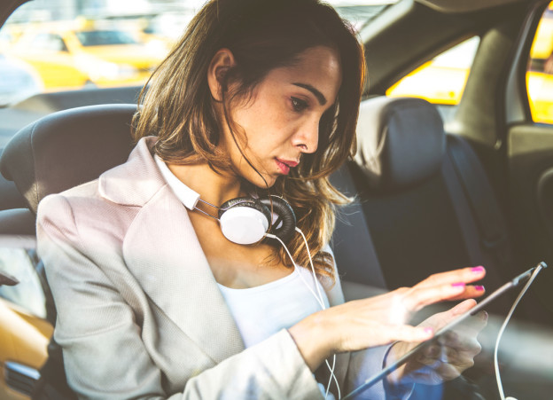 10-Podcasts-Every-Woman-Should-Know-061115-624x451