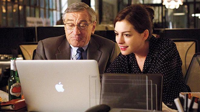 Стажер (Anne-Hathaway-Robert-De-Niro-The-Intern-2015)