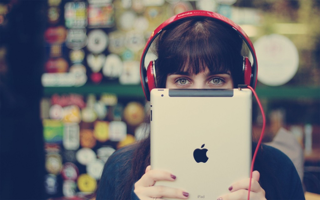 headphones-ipad-hi-tech-brunette-woman-photo-wallpaper-1920x1200