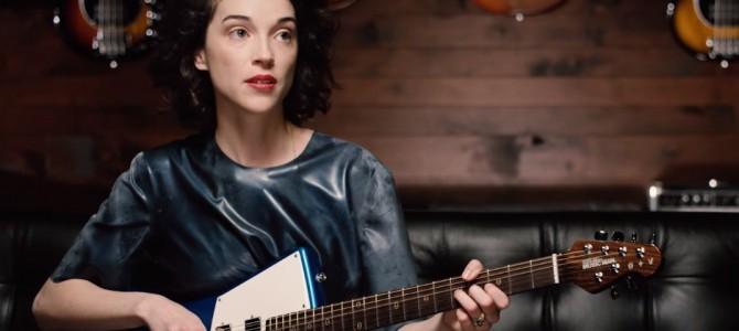 Видео: Певица St. Vincent разработала гитару для женщин