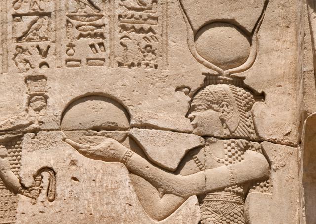 160118_EM_RichestWomen_Cleopatra