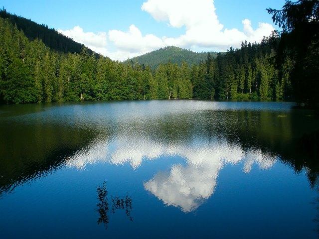 Озеро Синевир - самое романтичное место в Карпатах