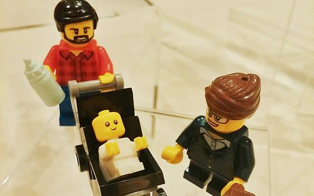 Lego создал фигурку работающей мамы и папы-домоседа