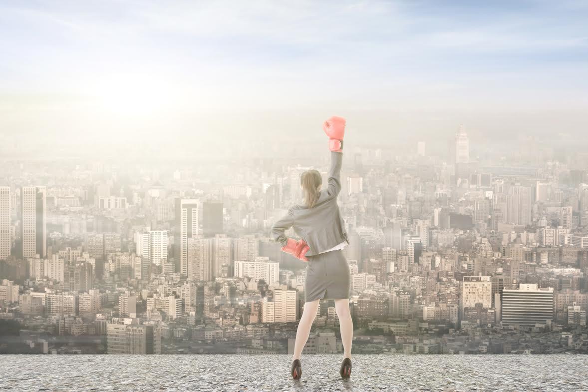 Шпильки и боксерские перчатки - портрет современной деловой женщины?