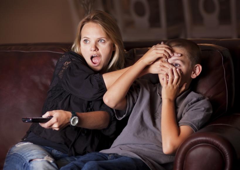 """Недетское кино: Что делать, если вы застукали своего ребенка за просмотром """"взрослых"""" фильмов"""