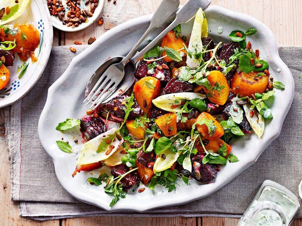 Молодо-зелено: 5 рецептов салатов со свежей зеленью
