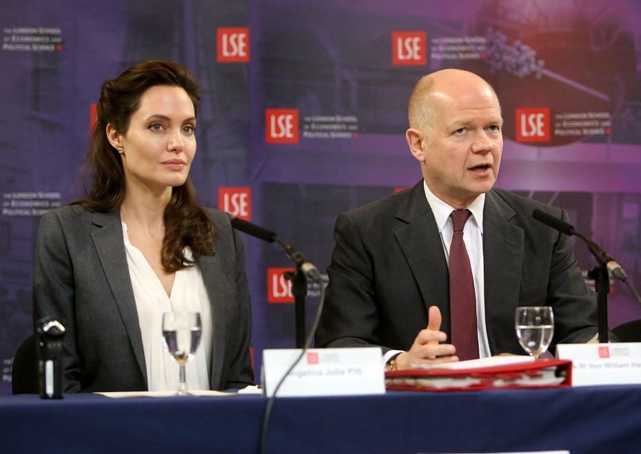 Переквалификация: Анджелина Джоли стала профессором