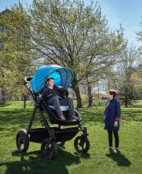 Проверка на комфорт: Тест-драйв коляски для взрослых