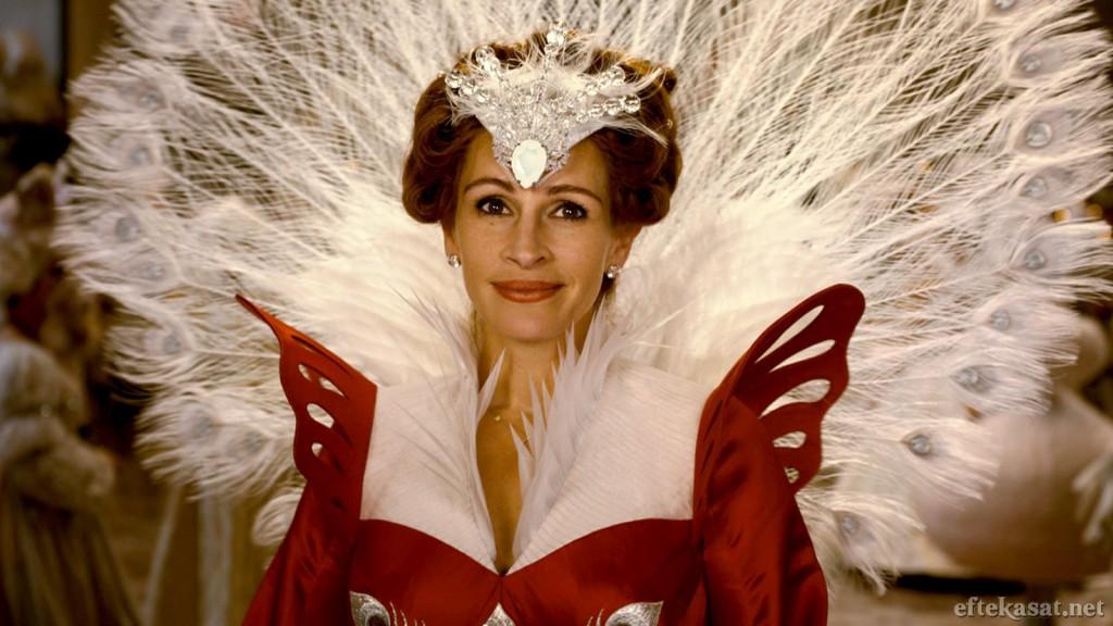 Julia_Roberts_as_The_Evil_Queen_in_Mirror_Mirror_2012_00