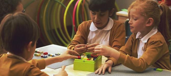 Конструируя на ощупь: Создан конструктор для незрячих детей