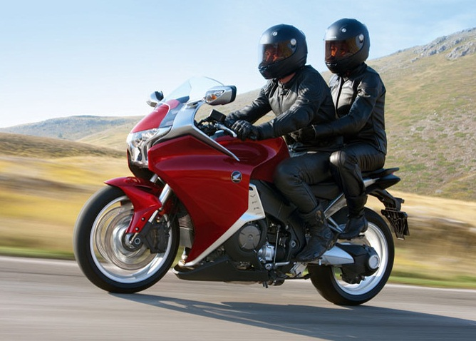 Riding_on_a_motorcycle