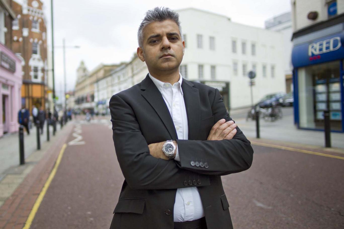 Мэр Лондона Садик Хан запретит сексистскую рекламу в общественном транспорте