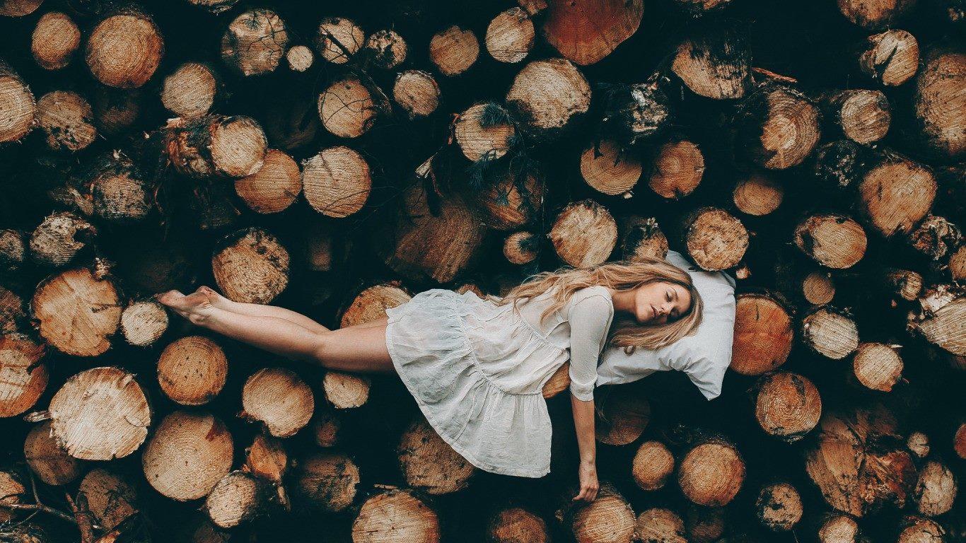 Битва снов: Сколько полезно спать мужчинам и женщинам