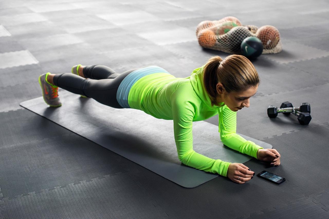 Любимое упражнение всех тренеров: 7 причин делать планку